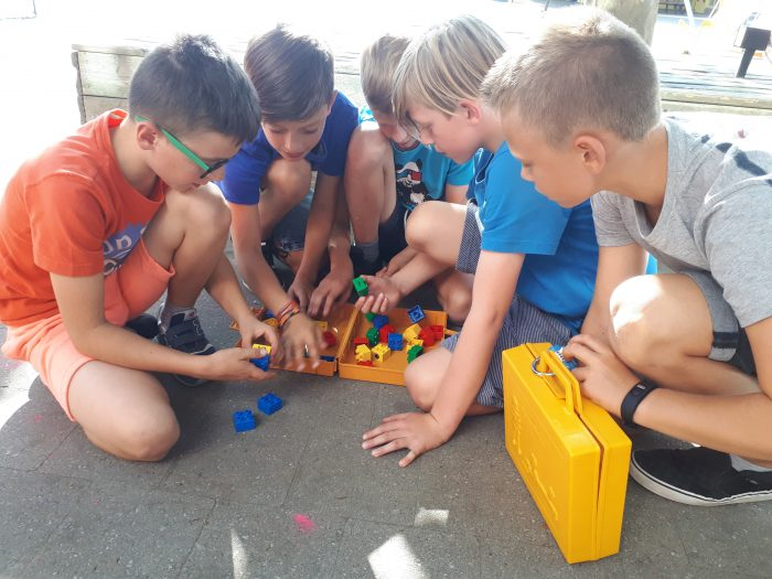 Camping Quest Party Time - inleidende puzzels warmen het team op voor de escape uit de caravan